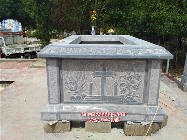 Mẫu mộ công giáo bằng đá