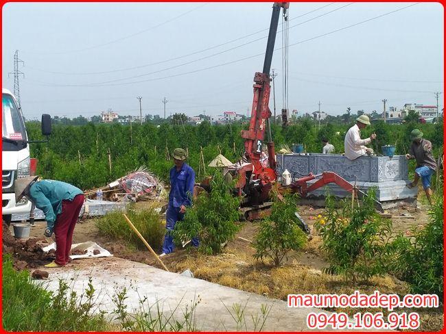 Lắp mẫu mộ đá đẹp hai mái tại Thái Bình