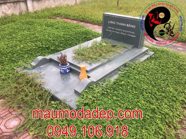 Mẫu mộ đá xanh rêu tự nhiên